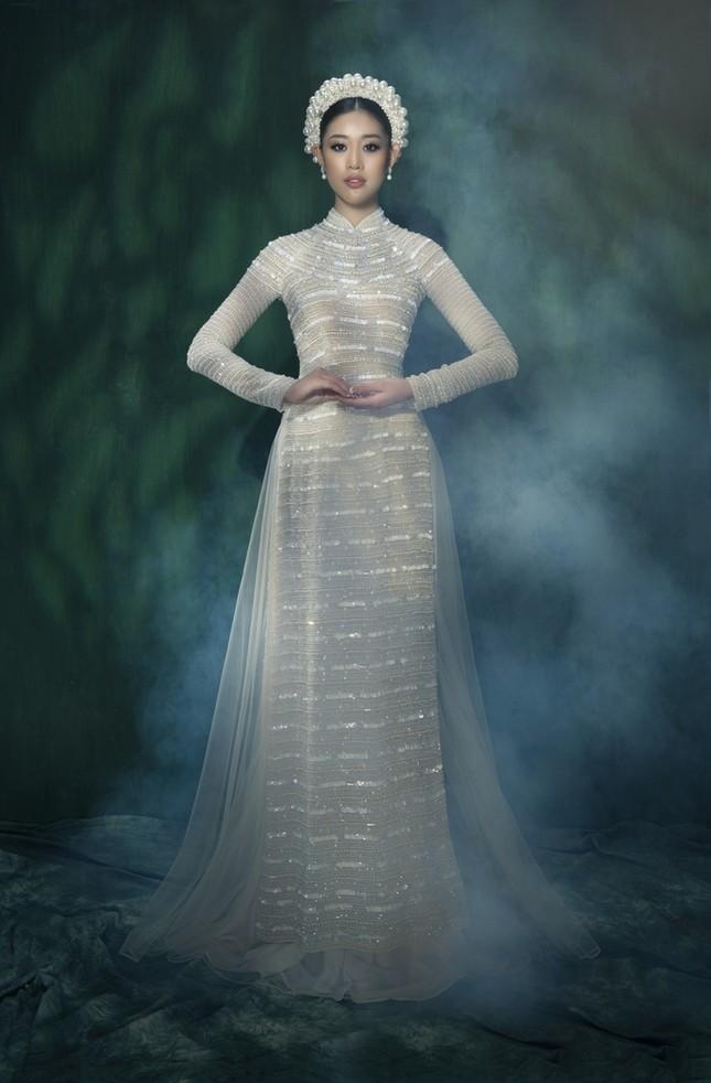 Hoa hậu Khánh Vân đẹp như công chúa bước ra từ truyện cổ tích trong bộ ảnh áo dài ảnh 2