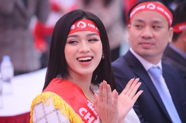 Hoa hậu Đỗ Thị Hà cùng hai Á hậu lan tỏa thông điệp nhân văn của ngày Chủ Nhật Đỏ ảnh 3