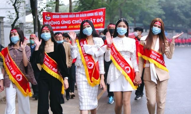 Hoa hậu Đỗ Thị Hà cùng hai Á hậu lan tỏa thông điệp nhân văn của ngày Chủ Nhật Đỏ ảnh 2