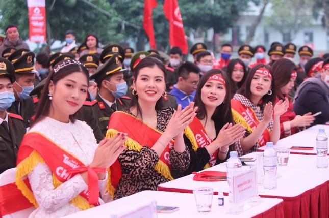 Hoa hậu Đỗ Thị Hà cùng hai Á hậu lan tỏa thông điệp nhân văn của ngày Chủ Nhật Đỏ ảnh 6
