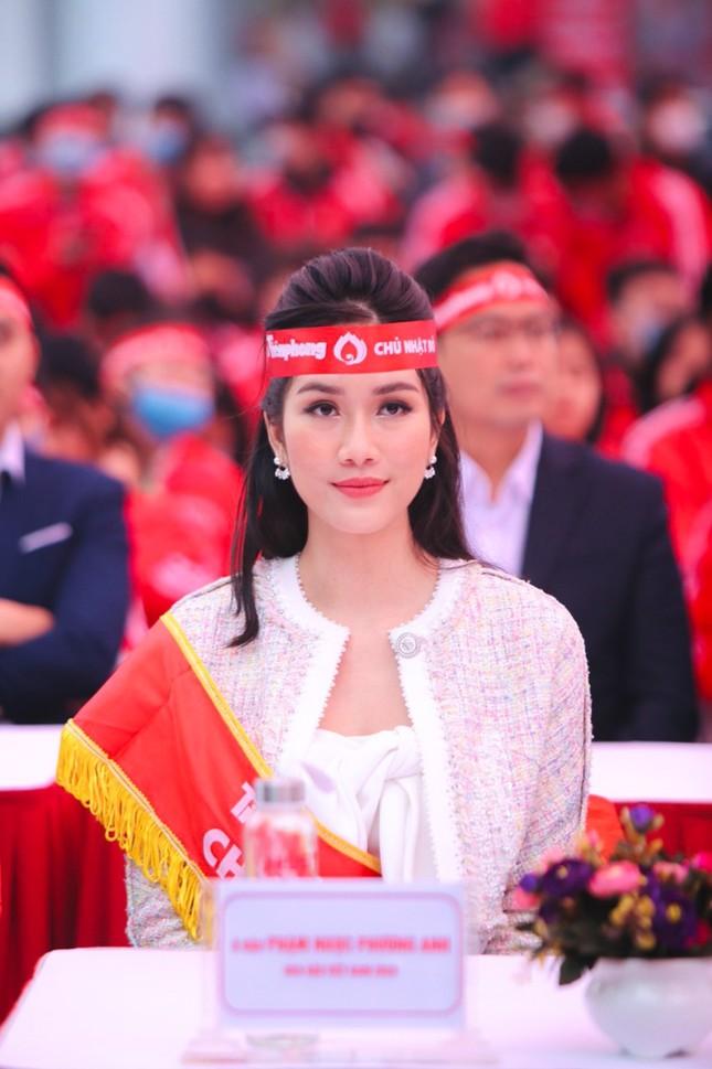 Hoa hậu Đỗ Thị Hà cùng hai Á hậu lan tỏa thông điệp nhân văn của ngày Chủ Nhật Đỏ ảnh 4