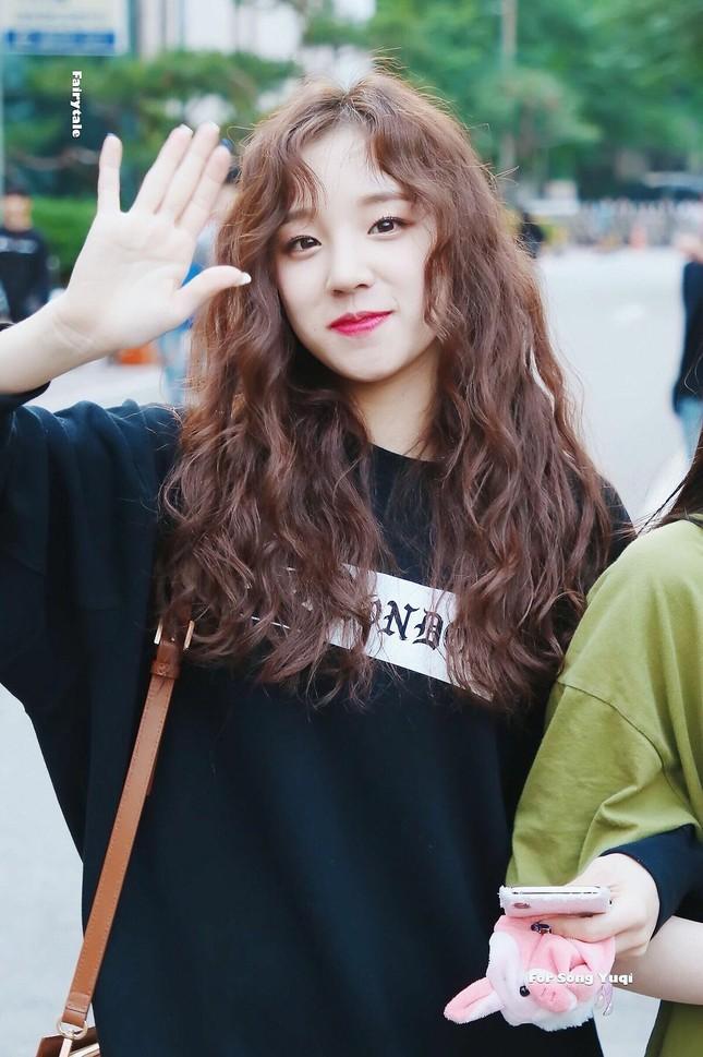 Hoá ra idol hợp với tóc xoăn dài nhất K-Pop không phải là Jisoo (BLACKPINK) hay Irene (Red Velvet) ảnh 6