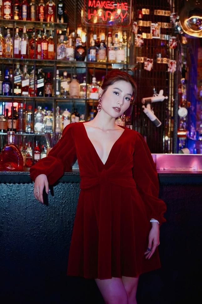Tạo hình sang chảnh của 3 ngọc nữ hot nhất điện ảnh Việt: Nhã Phương, Lan Ngọc, Diễm My 9X trong phim mới ảnh 8