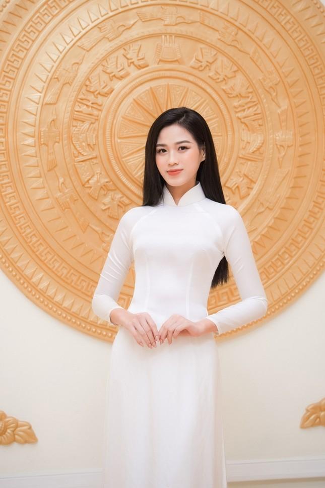 Hoa hậu Đỗ Thị Hà xinh đẹp trong tà áo dài trắng, chính thức đảm nhận cương vị mới đầy ý nghĩa ảnh 2