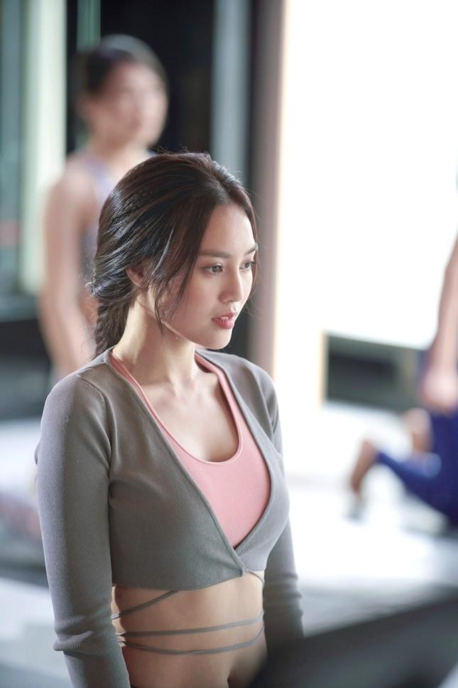 Tạo hình sang chảnh của 3 ngọc nữ hot nhất điện ảnh Việt: Nhã Phương, Lan Ngọc, Diễm My 9X trong phim mới ảnh 3