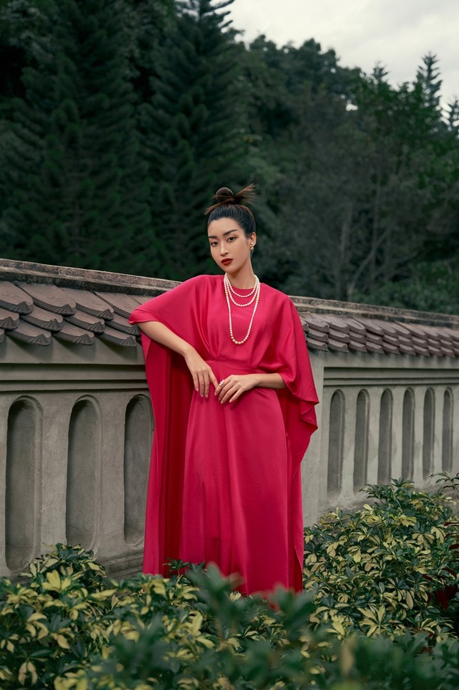 Hoa hậu Đỗ Mỹ Linh gợi ý chọn trang phục áo tứ thân cách điệu cho mùa Tết Tân Sửu ảnh 5