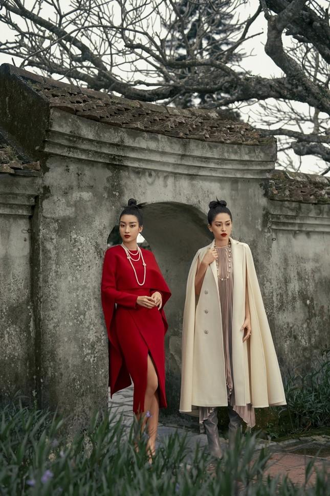 Hoa hậu Đỗ Mỹ Linh gợi ý chọn trang phục áo tứ thân cách điệu cho mùa Tết Tân Sửu ảnh 1