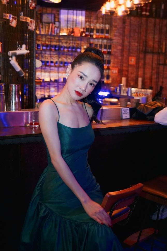 Tạo hình sang chảnh của 3 ngọc nữ hot nhất điện ảnh Việt: Nhã Phương, Lan Ngọc, Diễm My 9X trong phim mới ảnh 10