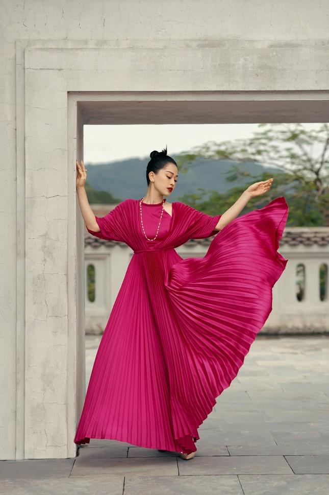 Hoa hậu Đỗ Mỹ Linh gợi ý chọn trang phục áo tứ thân cách điệu cho mùa Tết Tân Sửu ảnh 4