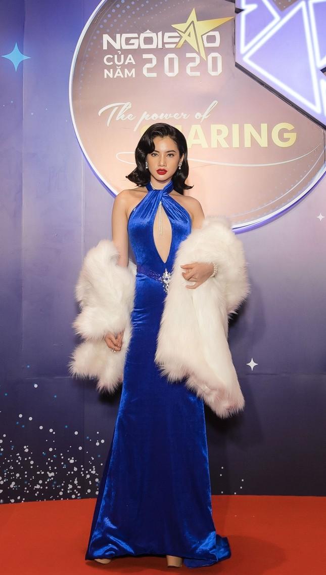 Hoa hậu Đỗ Mỹ Linh diện váy cúp ngực cực sâu, đọ sắc cùng Đỗ Thị Hà, Lương Thùy Linh trên thảm đỏ Ngôi sao ảnh 9