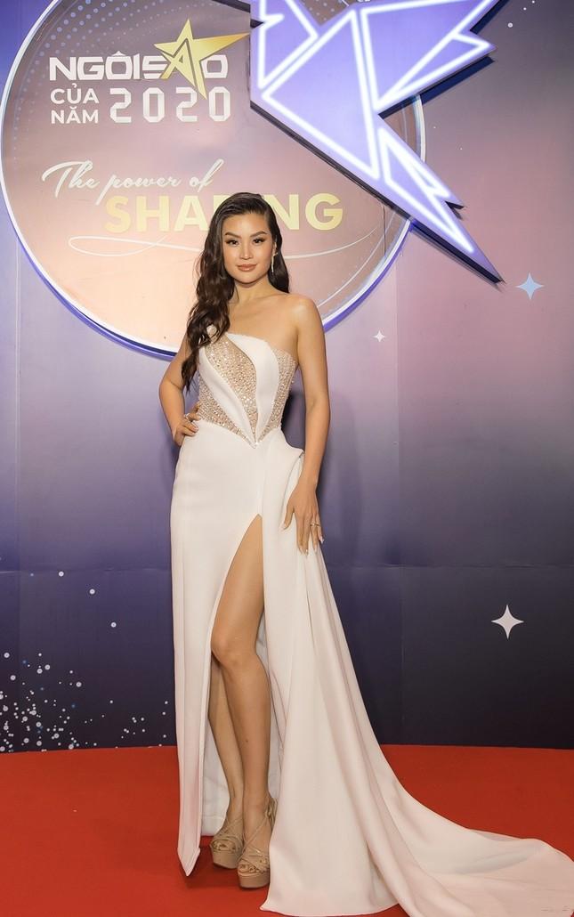 Hoa hậu Đỗ Mỹ Linh diện váy cúp ngực cực sâu, đọ sắc cùng Đỗ Thị Hà, Lương Thùy Linh trên thảm đỏ Ngôi sao ảnh 15