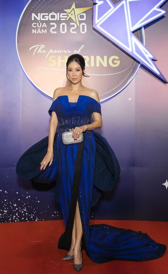 Hoa hậu Đỗ Mỹ Linh diện váy cúp ngực cực sâu, đọ sắc cùng Đỗ Thị Hà, Lương Thùy Linh trên thảm đỏ Ngôi sao ảnh 10