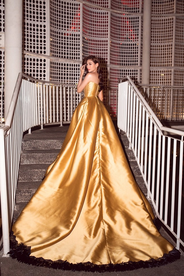 """Võ Hoàng Yến tiết lộ chiếc váy """"công chúa Belle"""" của cô được may trong thời gian siêu ngắn ảnh 5"""