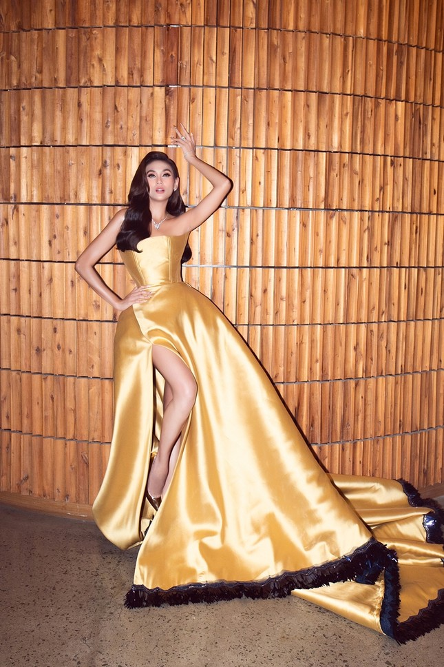 """Võ Hoàng Yến tiết lộ chiếc váy """"công chúa Belle"""" của cô được may trong thời gian siêu ngắn ảnh 2"""