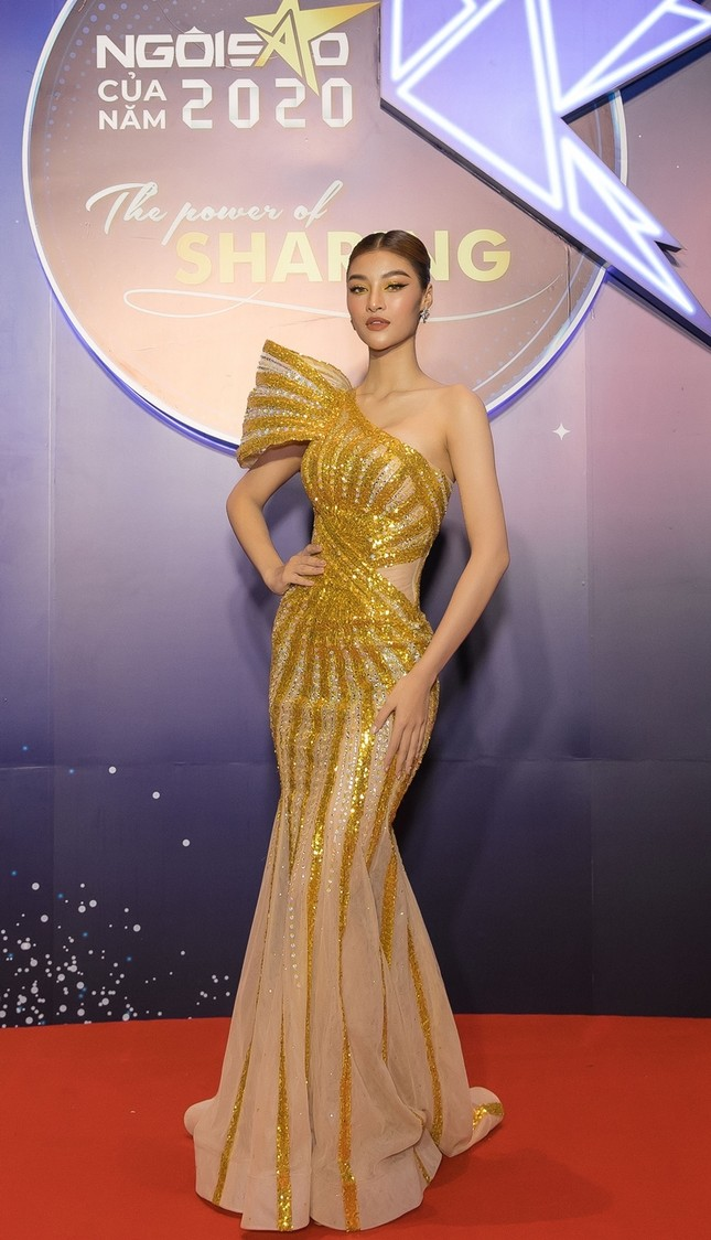Hoa hậu Đỗ Mỹ Linh diện váy cúp ngực cực sâu, đọ sắc cùng Đỗ Thị Hà, Lương Thùy Linh trên thảm đỏ Ngôi sao ảnh 13