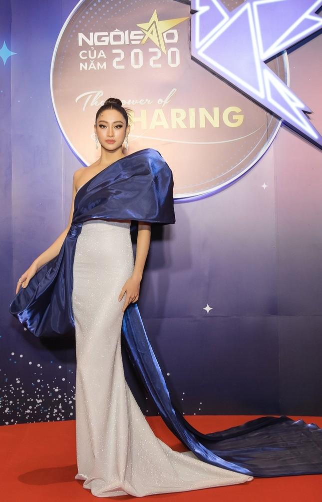 Hoa hậu Đỗ Mỹ Linh diện váy cúp ngực cực sâu, đọ sắc cùng Đỗ Thị Hà, Lương Thùy Linh trên thảm đỏ Ngôi sao ảnh 6