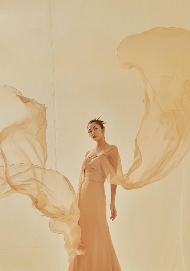 Tăng Thành Hà khiến netizen choáng ngợp với vẻ đẹp tựa nữ thần trong sách ảnh thời trang ảnh 3