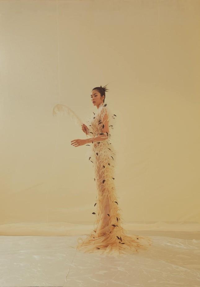 Tăng Thành Hà khiến netizen choáng ngợp với vẻ đẹp tựa nữ thần trong sách ảnh thời trang ảnh 6