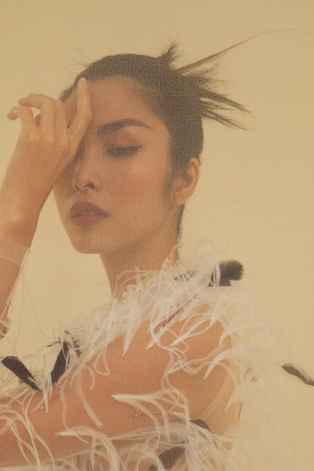 Tăng Thành Hà khiến netizen choáng ngợp với vẻ đẹp tựa nữ thần trong sách ảnh thời trang ảnh 4