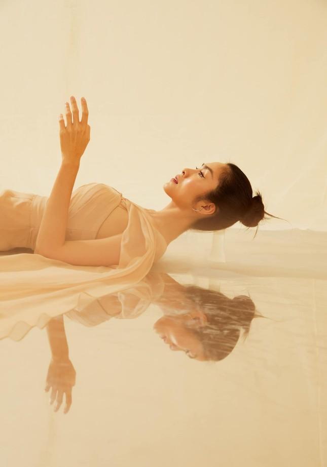 Tăng Thành Hà khiến netizen choáng ngợp với vẻ đẹp tựa nữ thần trong sách ảnh thời trang ảnh 10