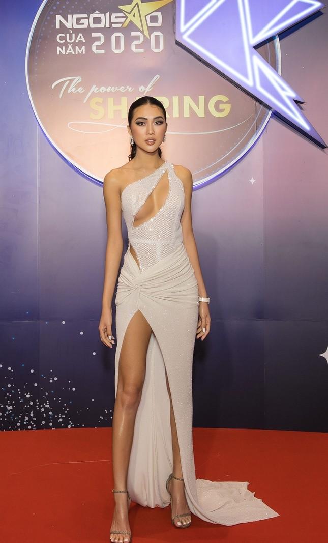 Hoa hậu Đỗ Mỹ Linh diện váy cúp ngực cực sâu, đọ sắc cùng Đỗ Thị Hà, Lương Thùy Linh trên thảm đỏ Ngôi sao ảnh 16