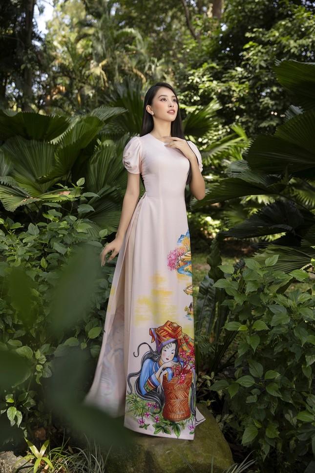 """Hoa hậu Tiểu Vy dự đoán xu hướng áo dài Tết độc đáo, có thể sẽ là """"hot trend"""" năm nay ảnh 2"""