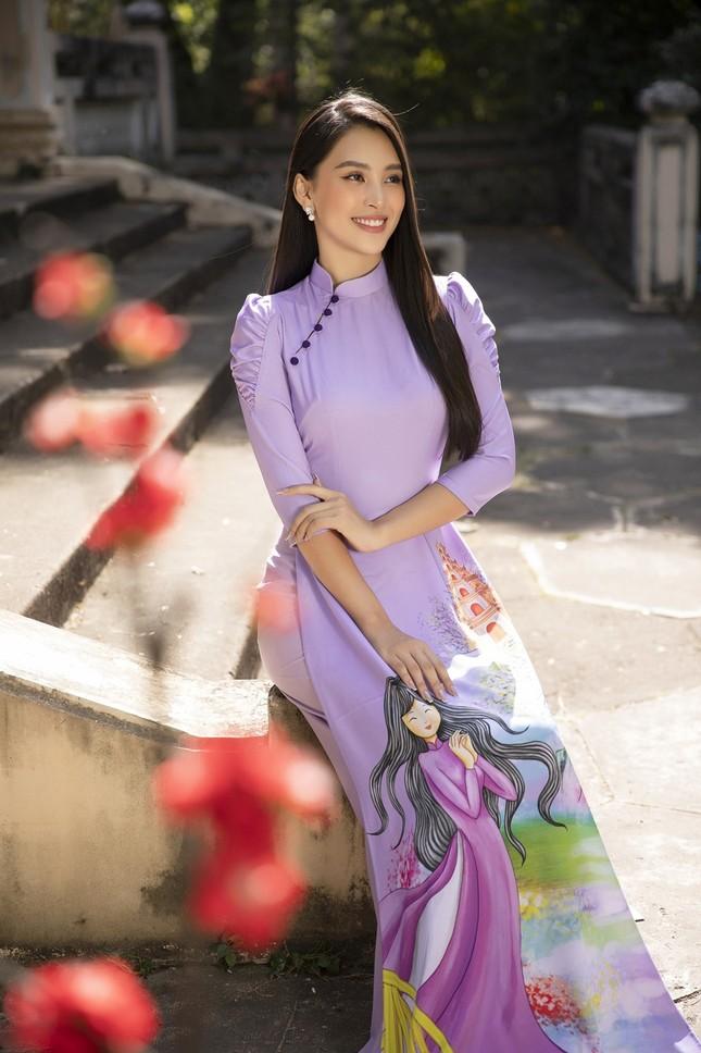 """Hoa hậu Tiểu Vy dự đoán xu hướng áo dài Tết độc đáo, có thể sẽ là """"hot trend"""" năm nay ảnh 5"""
