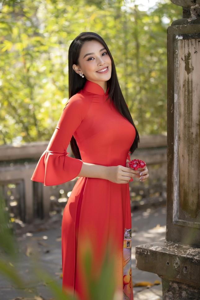 """Hoa hậu Tiểu Vy dự đoán xu hướng áo dài Tết độc đáo, có thể sẽ là """"hot trend"""" năm nay ảnh 12"""
