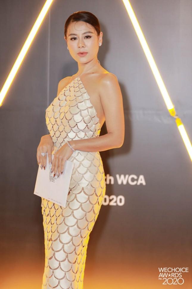 Những mẫu váy được mỹ nhân Việt đặc biệt yêu thích, đụng hàng bất chấp chiều cao tuổi tác ảnh 6