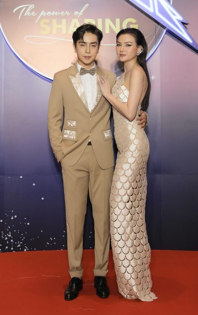 Những mẫu váy được mỹ nhân Việt đặc biệt yêu thích, đụng hàng bất chấp chiều cao tuổi tác ảnh 5