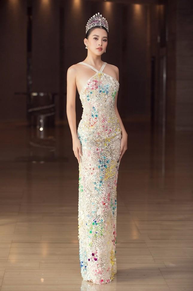 Những mẫu váy được mỹ nhân Việt đặc biệt yêu thích, đụng hàng bất chấp chiều cao tuổi tác ảnh 7