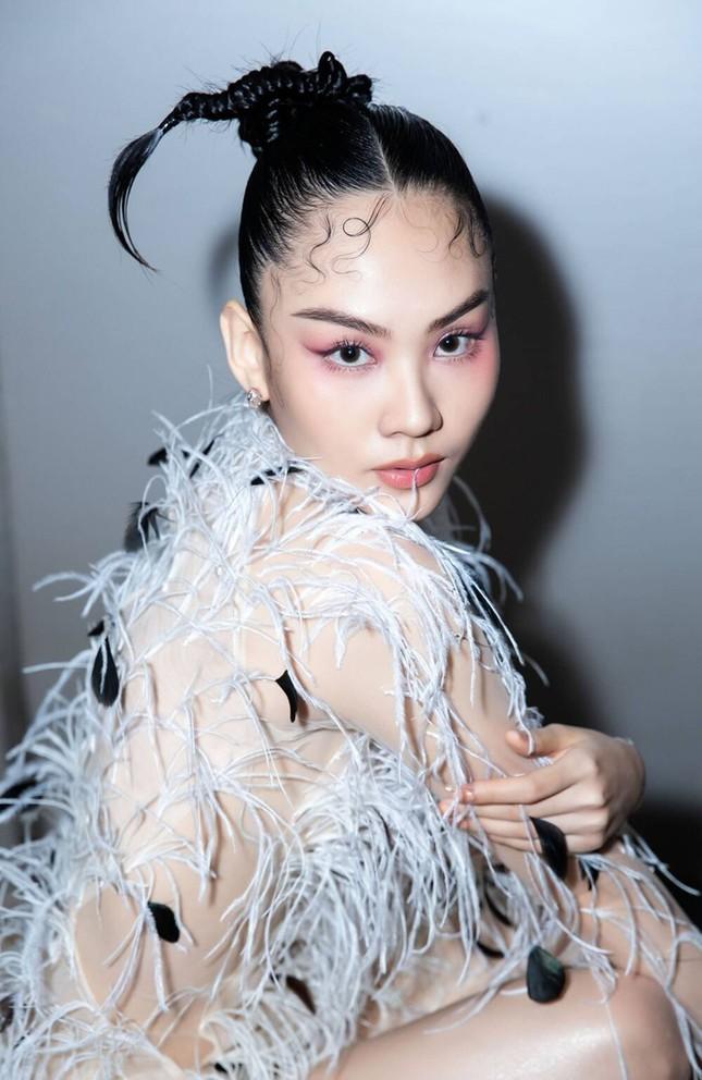 Ba mỹ nhân Việt cùng diện mẫu váy đính lông, vì sao Tăng Thanh Hà được khen nổi trội nhất? ảnh 6