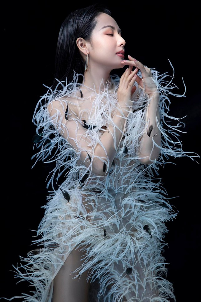 Ba mỹ nhân Việt cùng diện mẫu váy đính lông, vì sao Tăng Thanh Hà được khen nổi trội nhất? ảnh 1