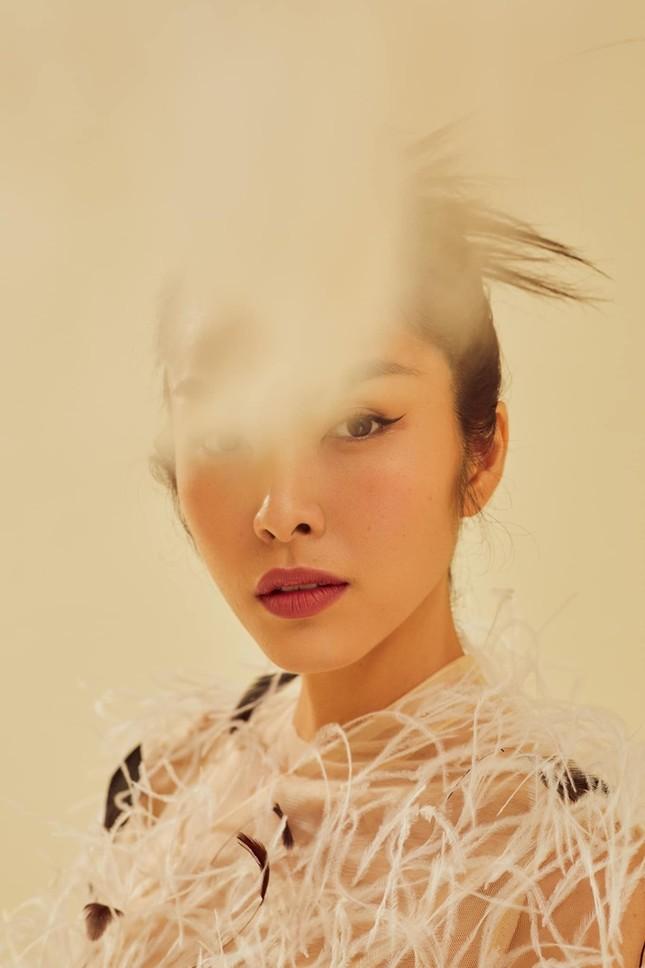 Ba mỹ nhân Việt cùng diện mẫu váy đính lông, vì sao Tăng Thanh Hà được khen nổi trội nhất? ảnh 4