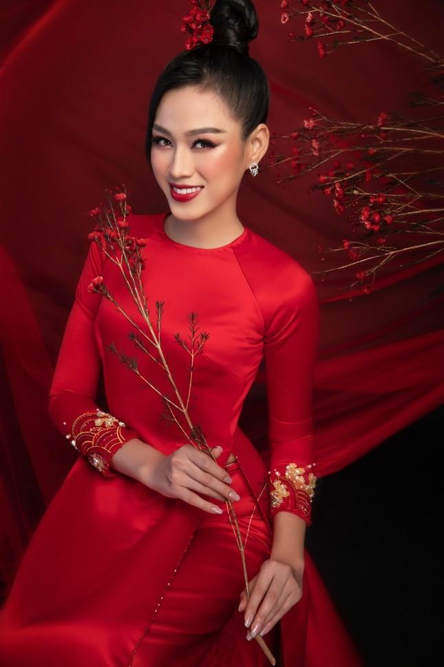 Ngắm Top 3 Hoa Hậu Việt Nam 2020 đẹp sắc sảo, ấn tượng trong những tà áo dài đón Tết ảnh 14