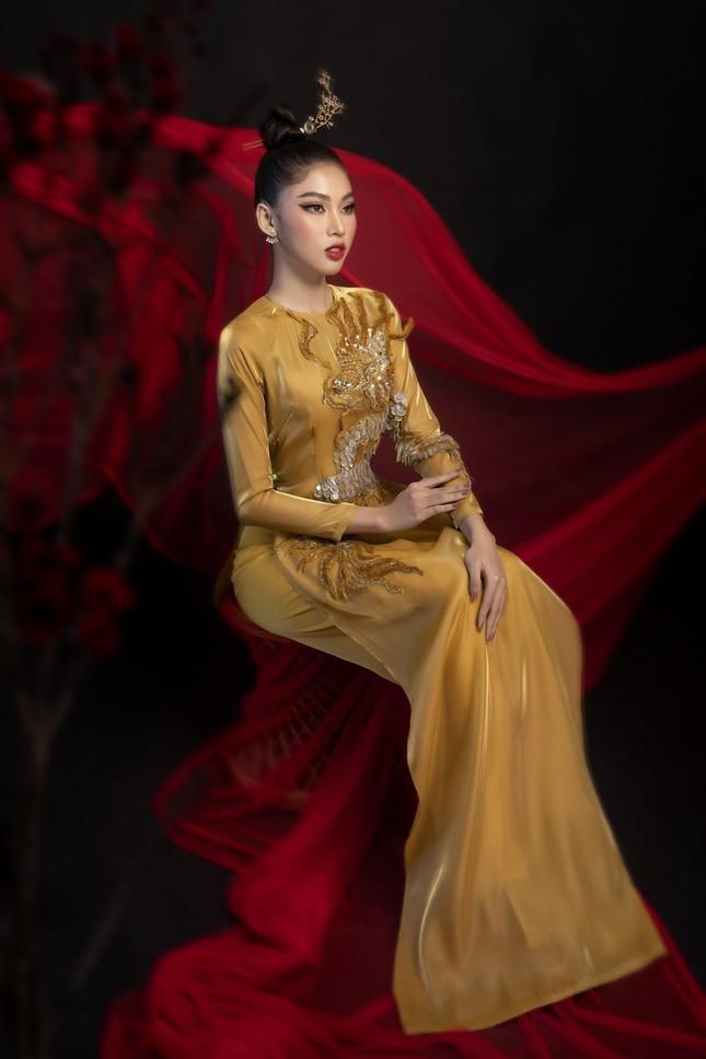 Ngắm Top 3 Hoa Hậu Việt Nam 2020 đẹp sắc sảo, ấn tượng trong những tà áo dài đón Tết ảnh 7