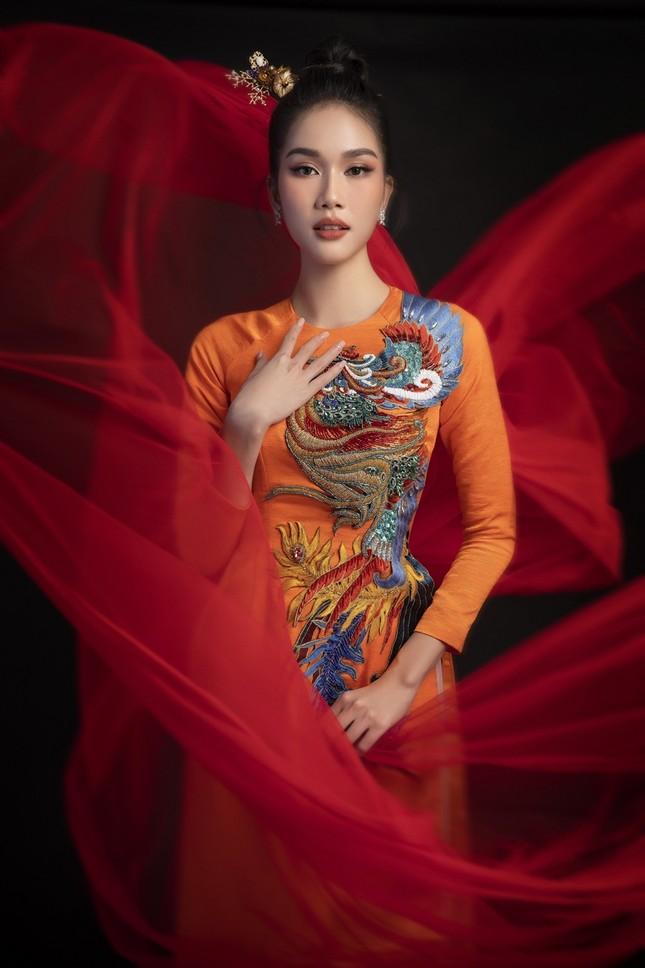 Ngắm Top 3 Hoa Hậu Việt Nam 2020 đẹp sắc sảo, ấn tượng trong những tà áo dài đón Tết ảnh 6