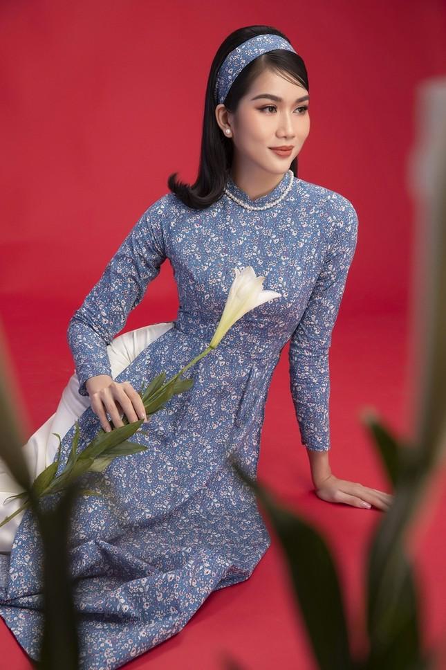 Ngắm Top 3 Hoa Hậu Việt Nam 2020 đẹp sắc sảo, ấn tượng trong những tà áo dài đón Tết ảnh 11