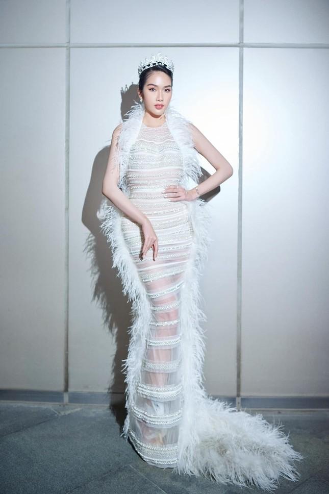 Bốn mỹ nhân cùng mặc mẫu váy xuyên thấu, Ngọc Trinh thậm chí không táo bạo bằng Kiều Loan ảnh 8