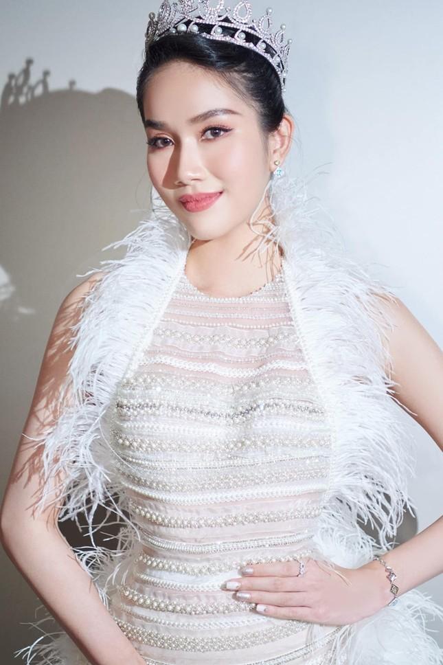 Bốn mỹ nhân cùng mặc mẫu váy xuyên thấu, Ngọc Trinh thậm chí không táo bạo bằng Kiều Loan ảnh 7