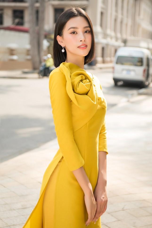Hoa hậu Tiểu Vy khoe vẻ đẹp hiện đại trong bộ sưu tập áo dài Tết của Hoa hậu Đỗ Mỹ Linh ảnh 6