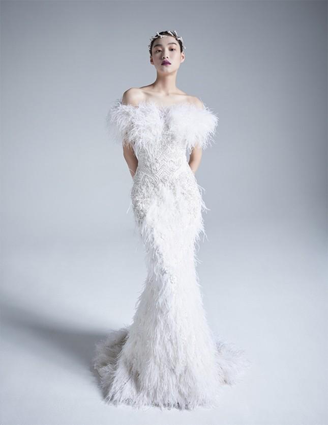 Stylist BLACKPINK gây sốc nặng vì cắt một chiếc váy cưới tuyệt đẹp thành áo quây cho Jisoo ảnh 2