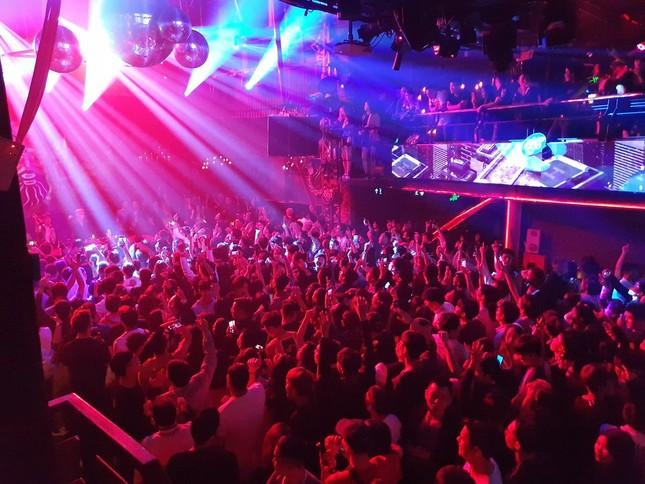 Hà Nội: Tạm dừng hoạt động karaoke, vũ trường, quán bar từ 0h ngày 1/2 để phòng dịch COVID-19 ảnh 1