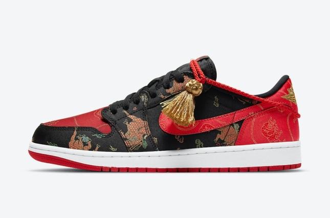 """Nike ra mắt đôi giày Air Jordan phiên bản Tết Tân Sửu khiến """"team cuồng giày"""" náo loạn ảnh 1"""