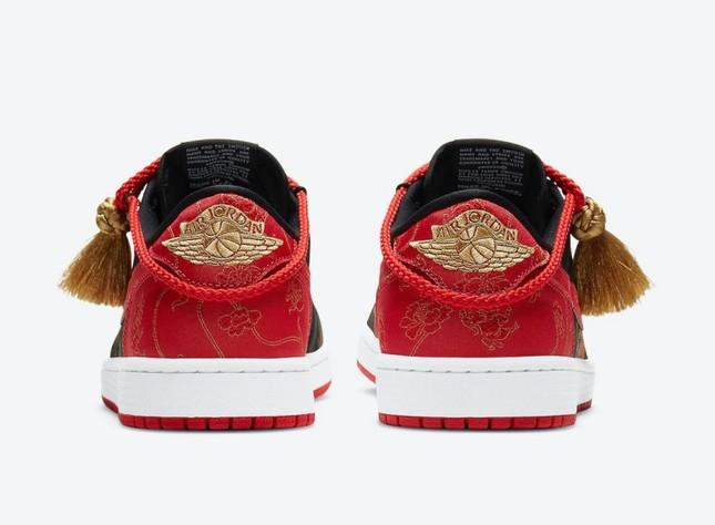 """Nike ra mắt đôi giày Air Jordan phiên bản Tết Tân Sửu khiến """"team cuồng giày"""" náo loạn ảnh 4"""