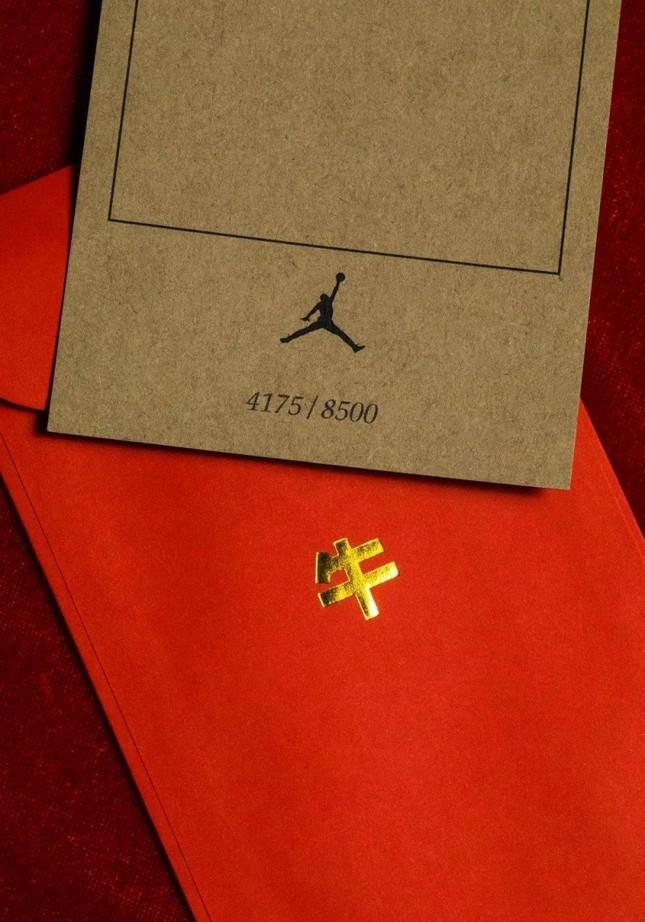 """Nike ra mắt đôi giày Air Jordan phiên bản Tết Tân Sửu khiến """"team cuồng giày"""" náo loạn ảnh 7"""