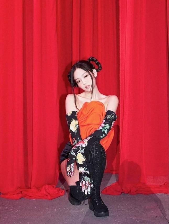 Cận cảnh chiếc áo hoa hồng trứ danh của Jennie BLACKPINK trong concert The Show, giá thực sự gây choáng ảnh 5