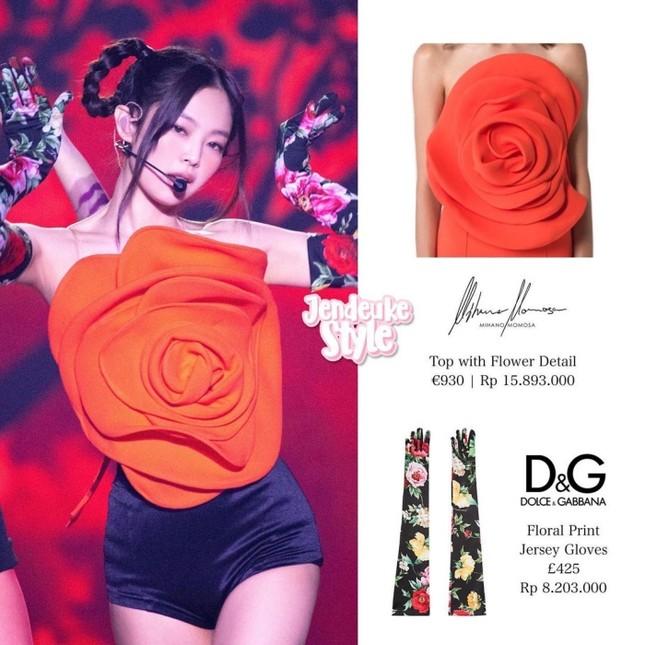 Cận cảnh chiếc áo hoa hồng trứ danh của Jennie BLACKPINK trong concert The Show, giá thực sự gây choáng ảnh 2