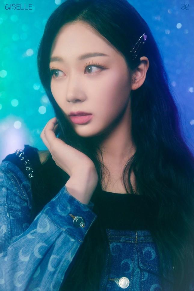 """aespa tung ảnh nhá hàng single album """"Forever"""", netizen chê stylist hết lời vì nhóm trông quá tẻ nhạt ảnh 4"""