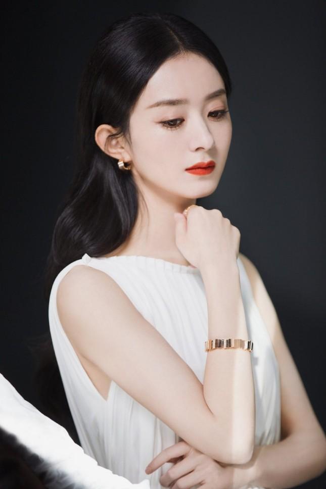 Triệu Lệ Dĩnh chính thức là Đại diện thương hiệu mảng trang sức của Dior, nhưng vì sao bộ ảnh quảng cáo lại bị chê? ảnh 6